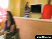 Adolescent élagage coochie à la caméra