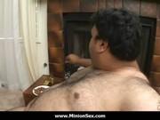 Une femme naise avec son chebal