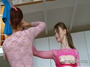 Dilettante breasty équitation baguette sur caméra cachée