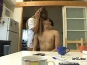 Inexpérimentée momie hidding son visage et de démontrer hors de ses sirènes mignon