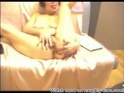 Castor japonais adolescente se sa fourrure couvert claqué non censurée