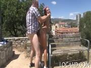 Femme enceinte qui fait caca caca nu