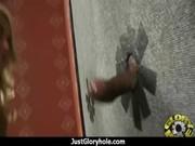 Captivant anya nubile joue avec sa chatte sur le plancher de la cuisine