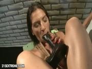 Blond excitant chaude suce et prend shlong dans le cul