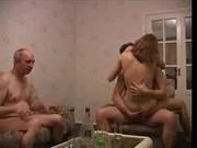 Rasé crash test fente en désordre avec des lesbiennes