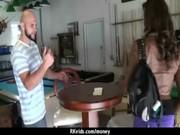 Image ivre pince secrétaire vidéo