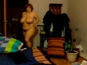 Grosse femme nue piscine